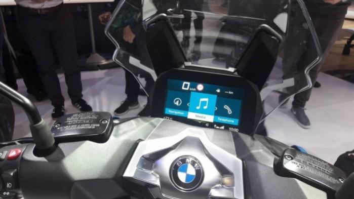 BMW C 400 X 2018 kokpit