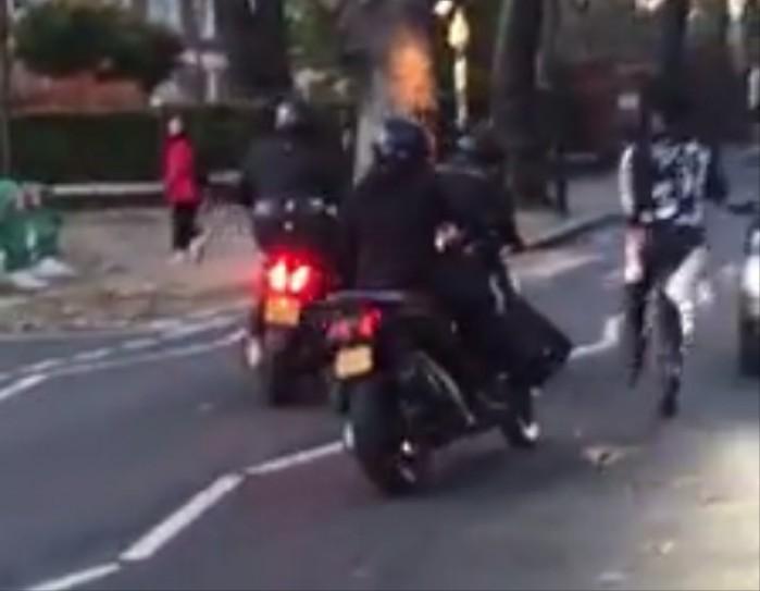 wlasciciel motocykla goni zlodzieja
