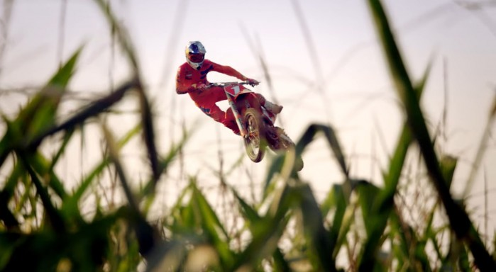 Ryan Dungey MX na polu kukurydzy