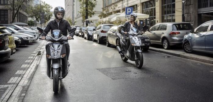 skutery na warszawskich ulicach
