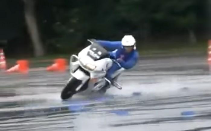 Trening motocyklowy japonskich policjantow