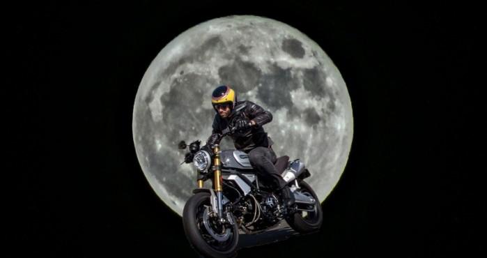 motocyklista ksiezyc