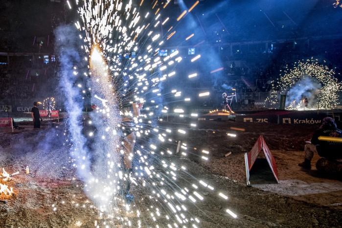 Mistrzostwa Swiata SuperEnduro 2017 fajerwerki fot LNazdraczew