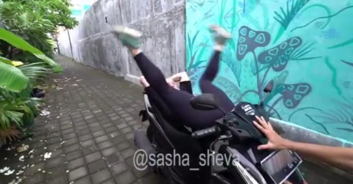 akrobacje na skuterze