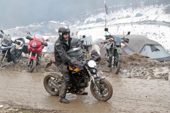 5 Przyjezdzaja tutaj bardzo rozne motocykle
