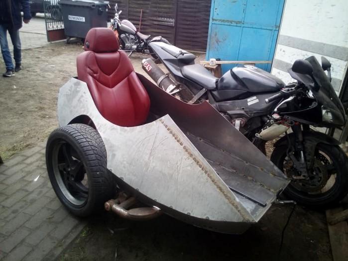Yamaha R1 z koszem w trakcie budowy