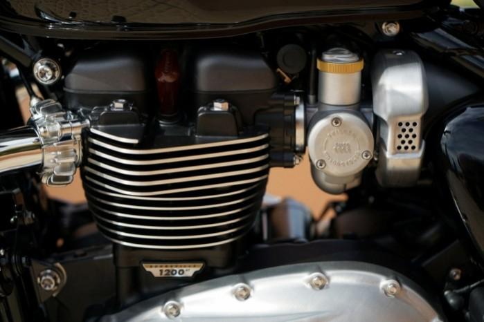 Triumph Bonneville Bobber gary