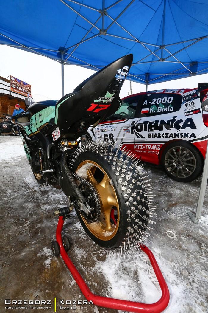 Yamaha R6 kolce vs Subaru Impreza WRX