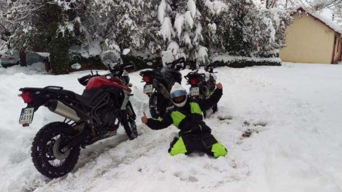 motocykle w sniegu maroko