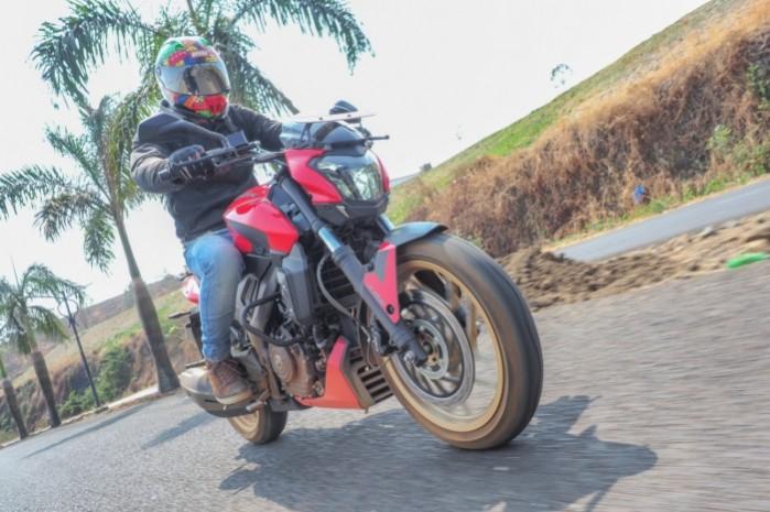 motocykl bajaj 400