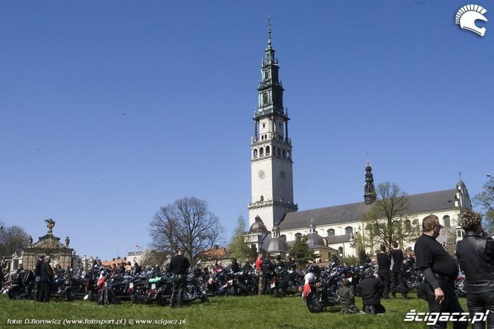 2 klasztor i motocykle motocyklowa msza swieta zlot gwiazdzisty jasna gora