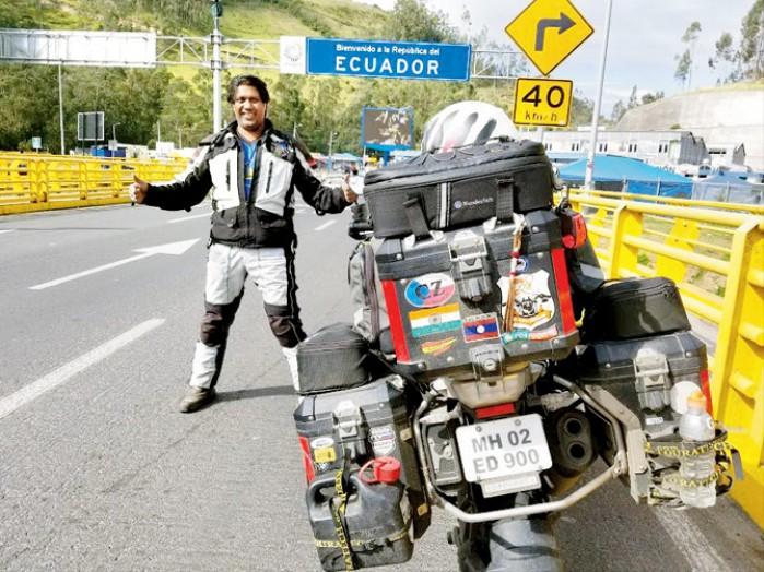 Motocyklowy turysta z Indii