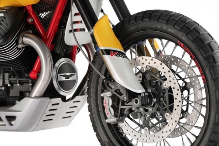 Moto Guzzi V85 11