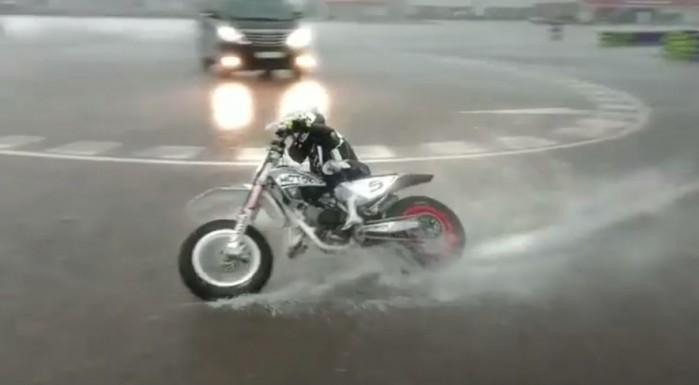 siedmioletnia motocyklistka