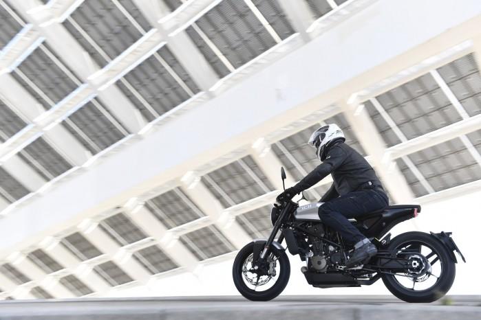 Rainers LeMans na motocyklu