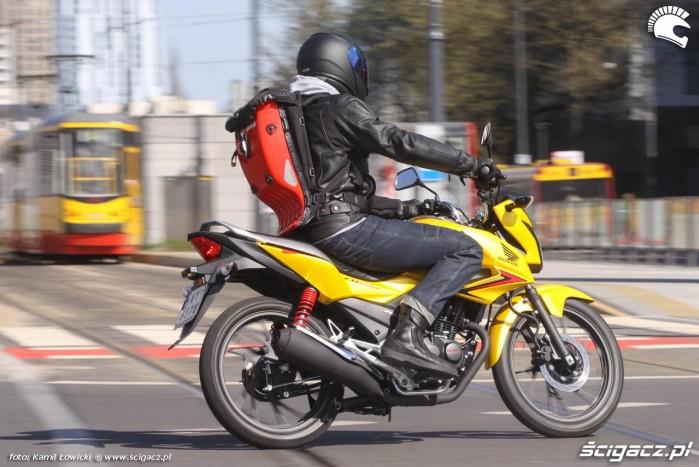 Honda CB125F na torach