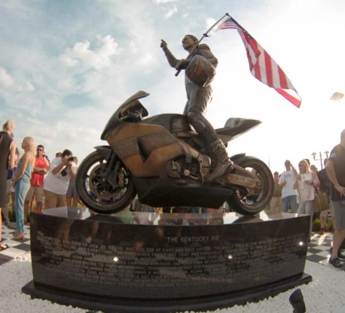 Nicky Hayden pomnik