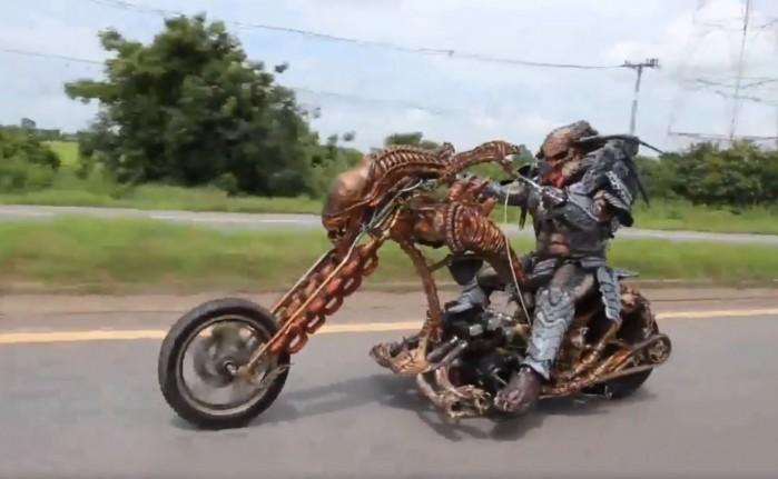 predator na motocyklu