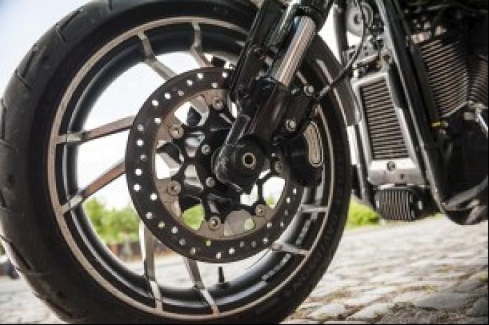 Harley Davidson Sport Glide 06