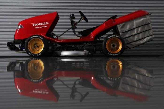 070418 honda mean mower cbr1000rr sp lawnmower 134572 582x388