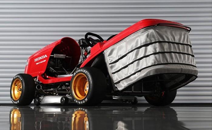 Kosiarka z silnikiem Hondy CBR1000RR