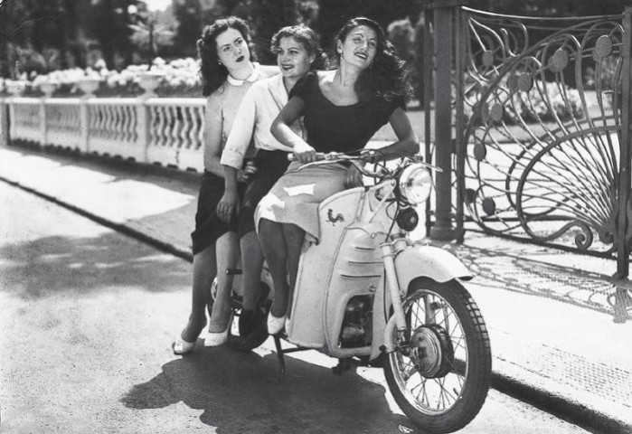 Moto Guzzi Galletto kobiety