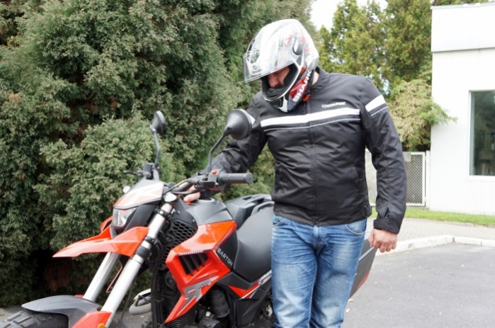 Kurtka Course Two Season przod z moto