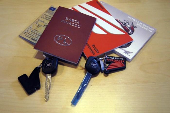 kluczyki i dokumenty Hondy