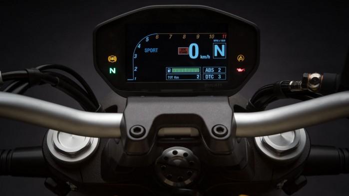 Ducati Monster 821 2019 08