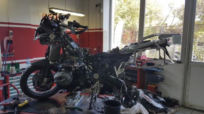 motocykl w naprawie