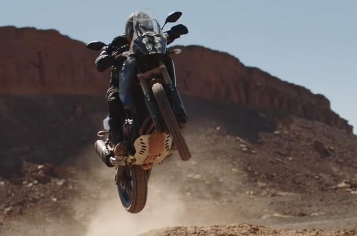 Yamaha Tenere 700 w piaskach pustyni