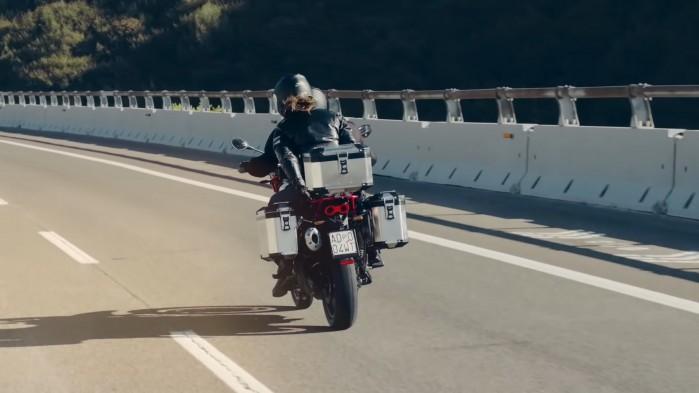 moto guzzi v85 tt na drodze