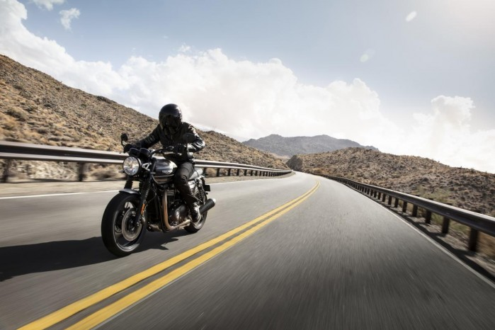 2019 SPEED TWIN Riding 2