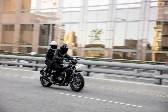 2019 SPEED TWIN Riding 5