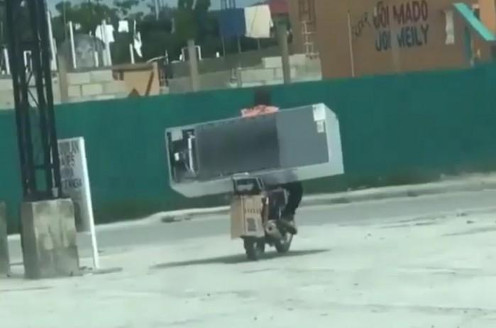 transport lodowki na motocyklu