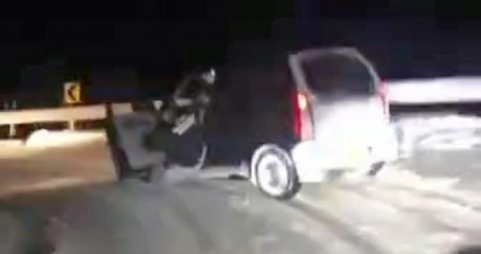 zejscie na kolano autem