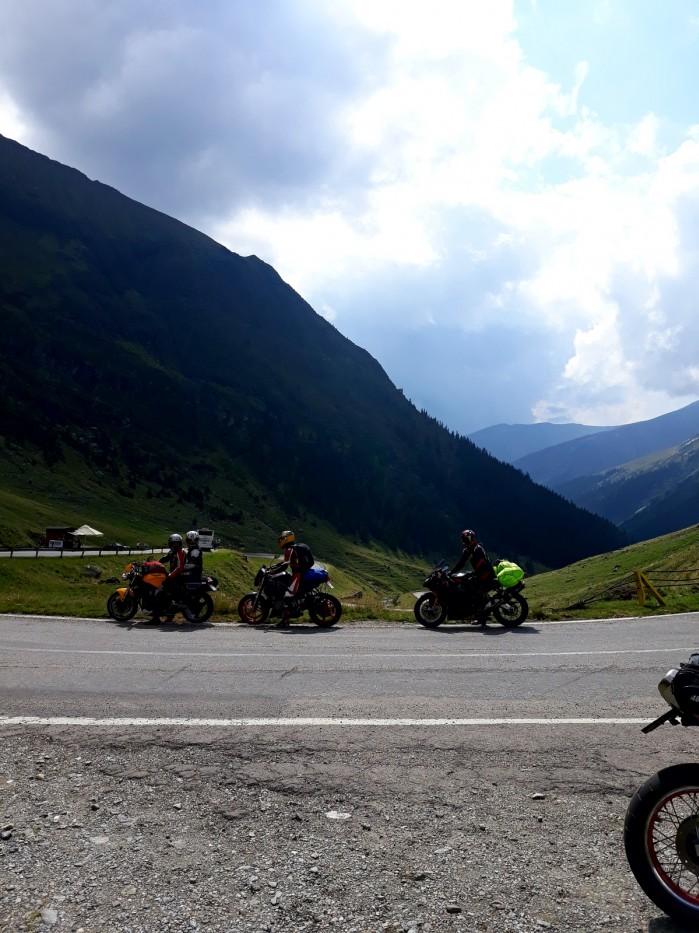 na motocyklach przez rumunie