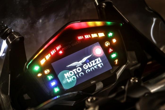 27 Moto Guzzi V85 TT
