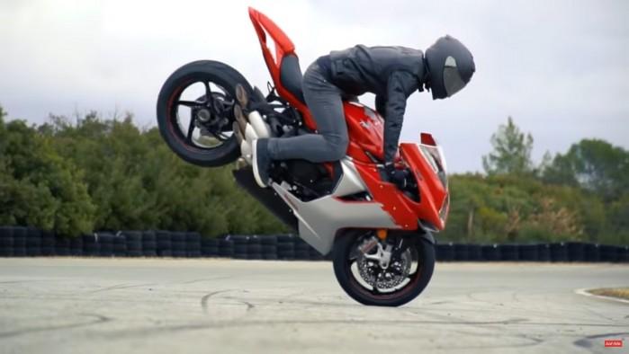 Thibaut stunt Mv Agusta F3 800