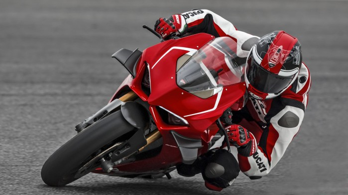 Panigale V4R Red MY19 Ambience 09 Gallery 1920x1080PanigaleV4R