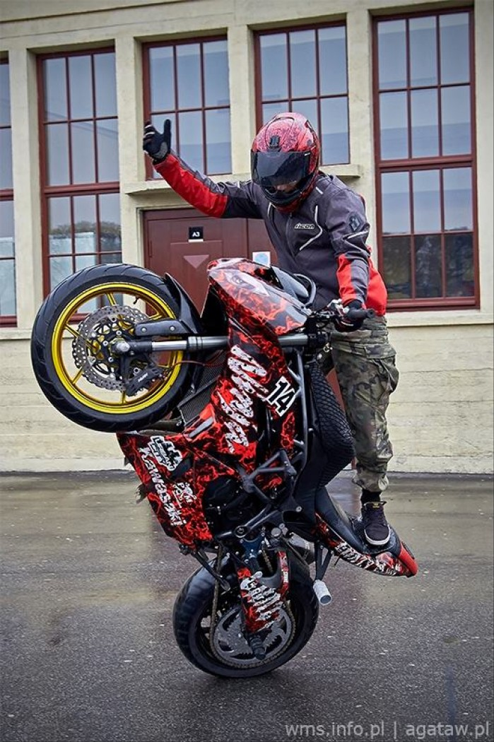 Wroc aw Motorcycle Show Stunt