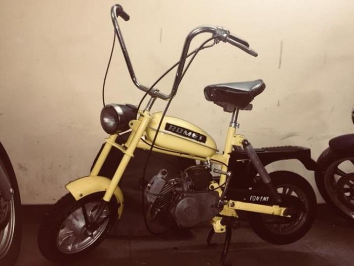 motorynka zolta
