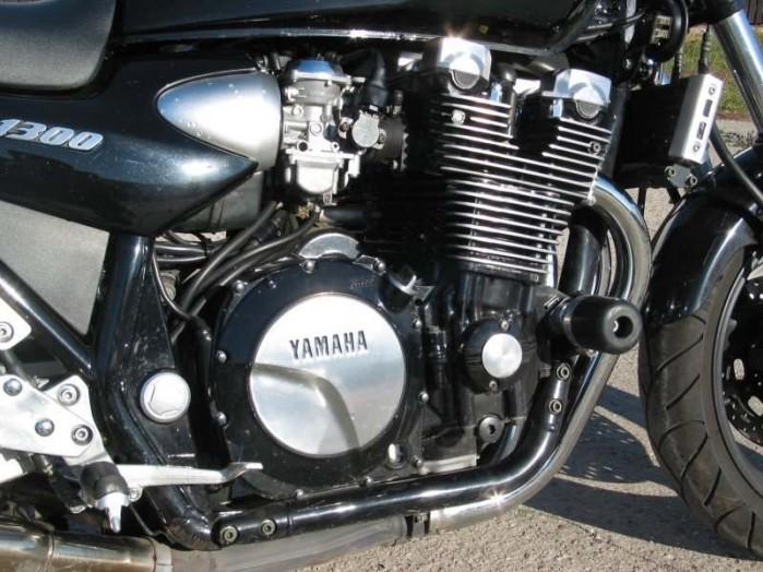 Yamaha XJR 1300 2