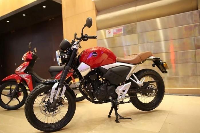 Honda CB190SS 7