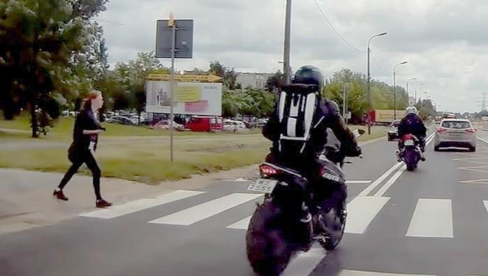 przejscie dla pieszych dwa motocykle