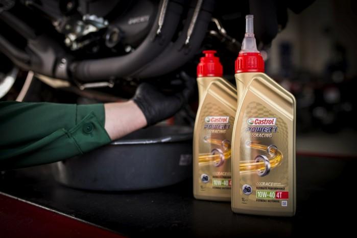 wymiana silnikowego oleju motocyklowego