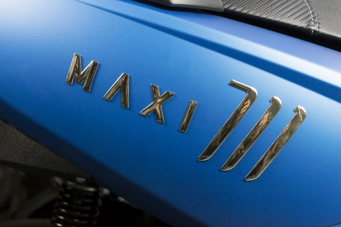maxi 711 logo model