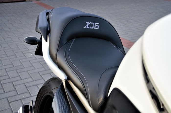 Yamaha XJ6N Custom 02