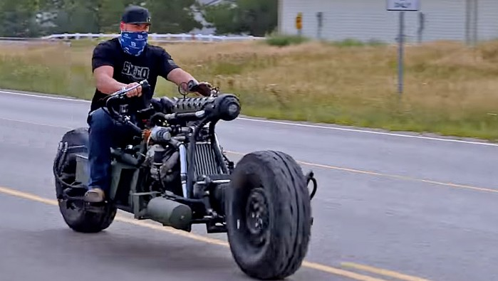 motocykl silniok diesla i naped na wszystkie kola