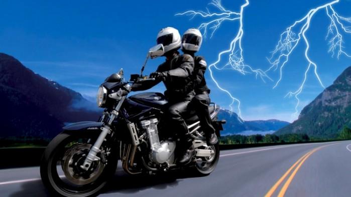 motocyklem w burze